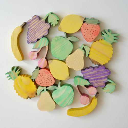 Wooden set of 16 fruits