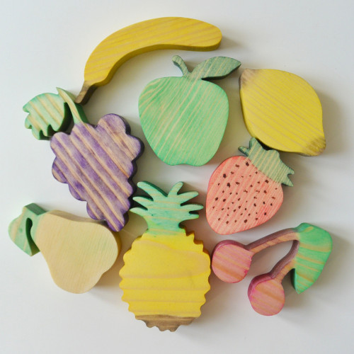 Wooden set of 8 fruits